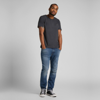 LEE Embro Logo Tee in Washed Black (L61ZFEON-lifestyle)
